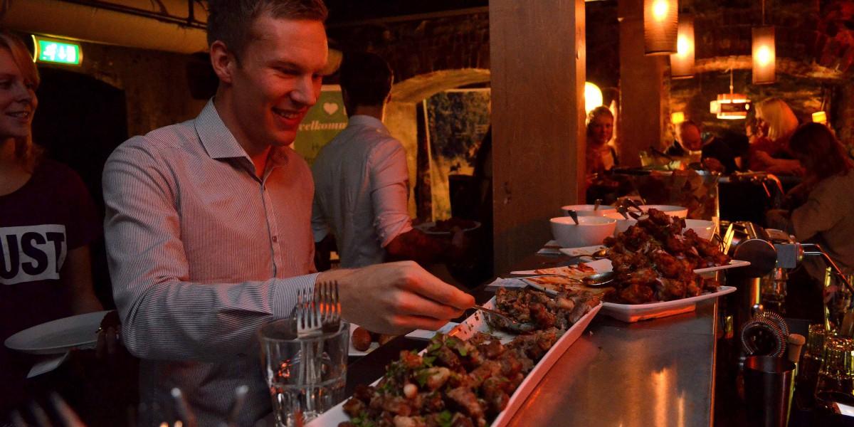 I tillegg til god informasjon fikk deltakerne servert mat og drikke.