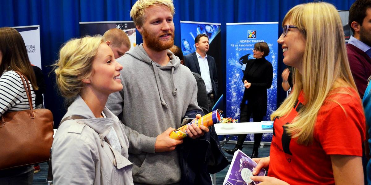 Kine Bekk Hagen og Lars Thorsteinsen Toft i samtale med næringssjef i Elverum, Anne Vigdis Ellingsen, høsten 2014.