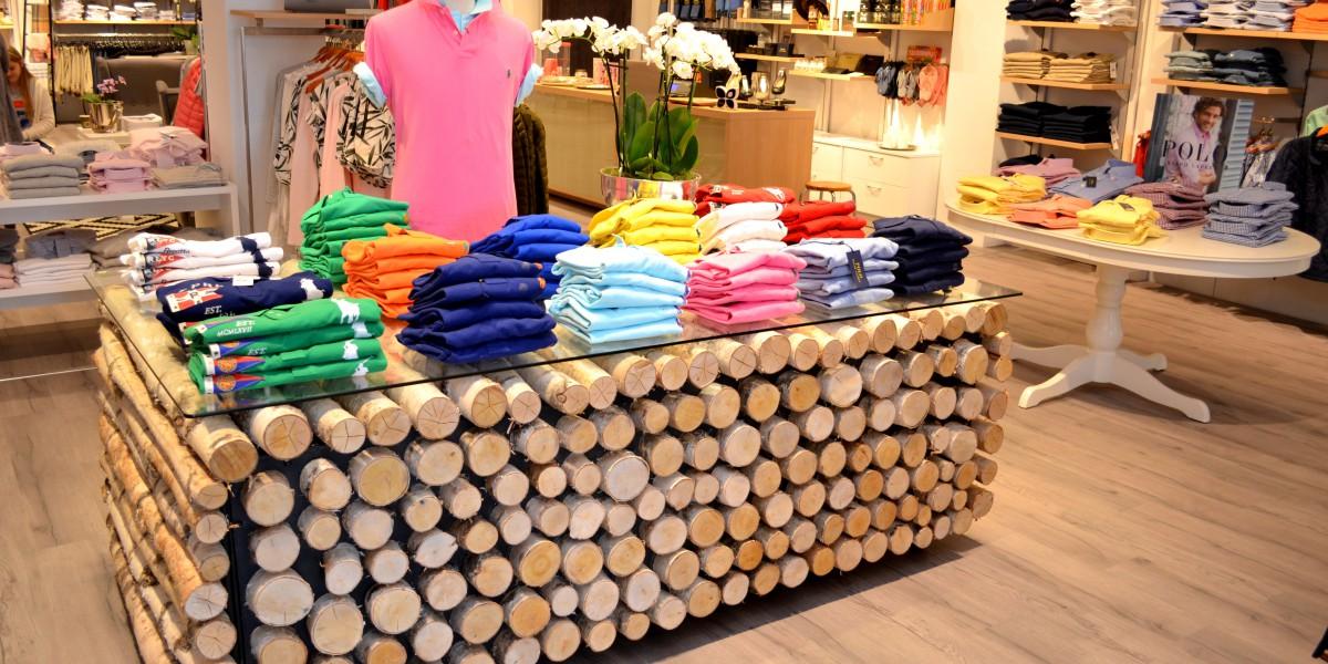 Wood tilbyr mange ulike klesmerker.