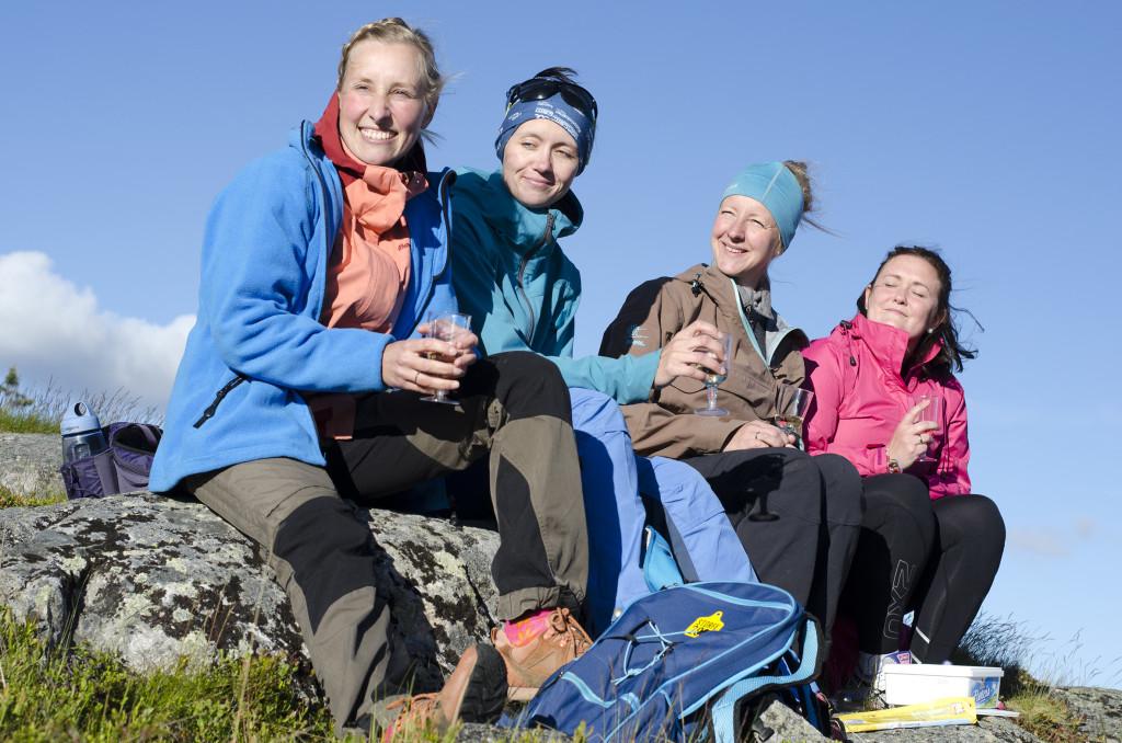 På topp: Anne Dieset (fra venstre), Anna Pettersen, Anita Skårestuen og Maria Smevik Johansen nyter livet på Deset - spesielt på nydelige dager på Deifjellet.