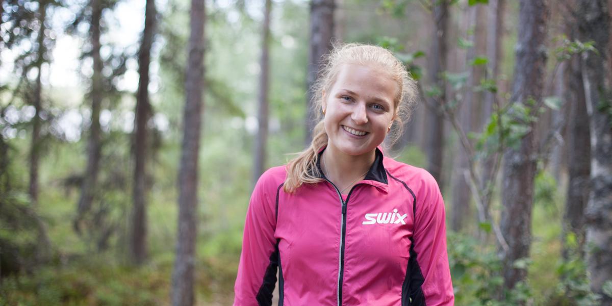 PILEGRIM: Franziska Skogsholm velger seg Pilegrimsleden forbi Løpsjøen når hun skal trene. (Foto: Karoline Almås Sørensen)